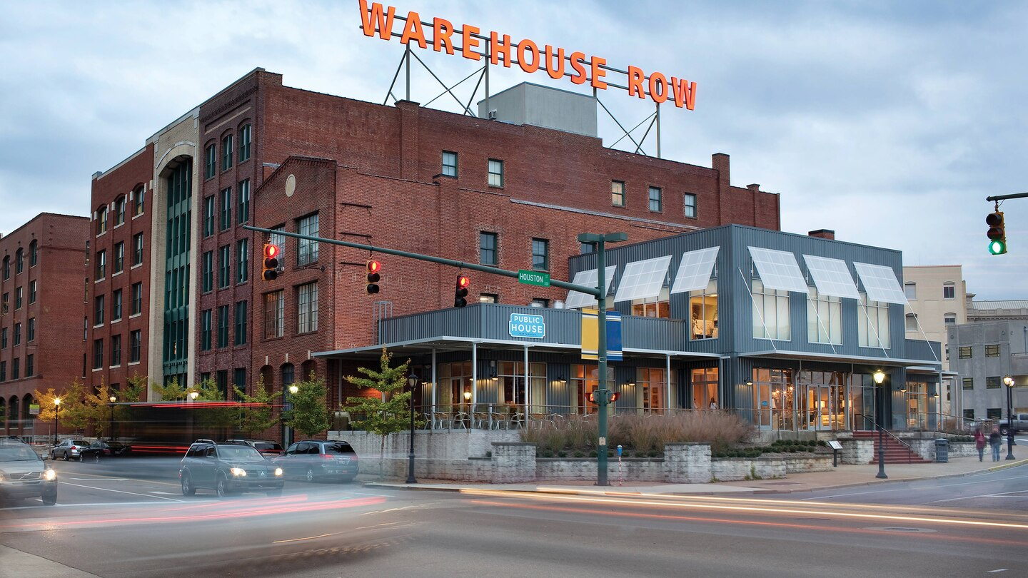 Hotel Moxy Chattanooga dining Warehouse Row